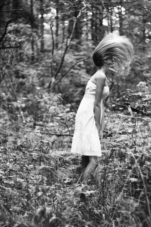 Marta Burdzińska - leśna sesja zdjęciowa