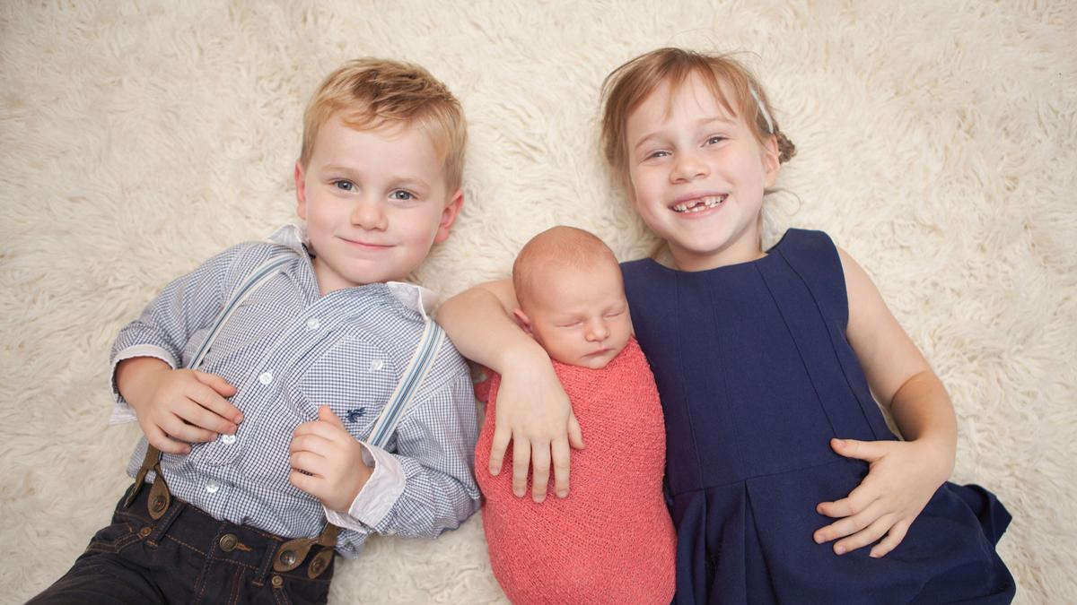 starsze rodzeństwo umawia się z młodszym rodzeństwem