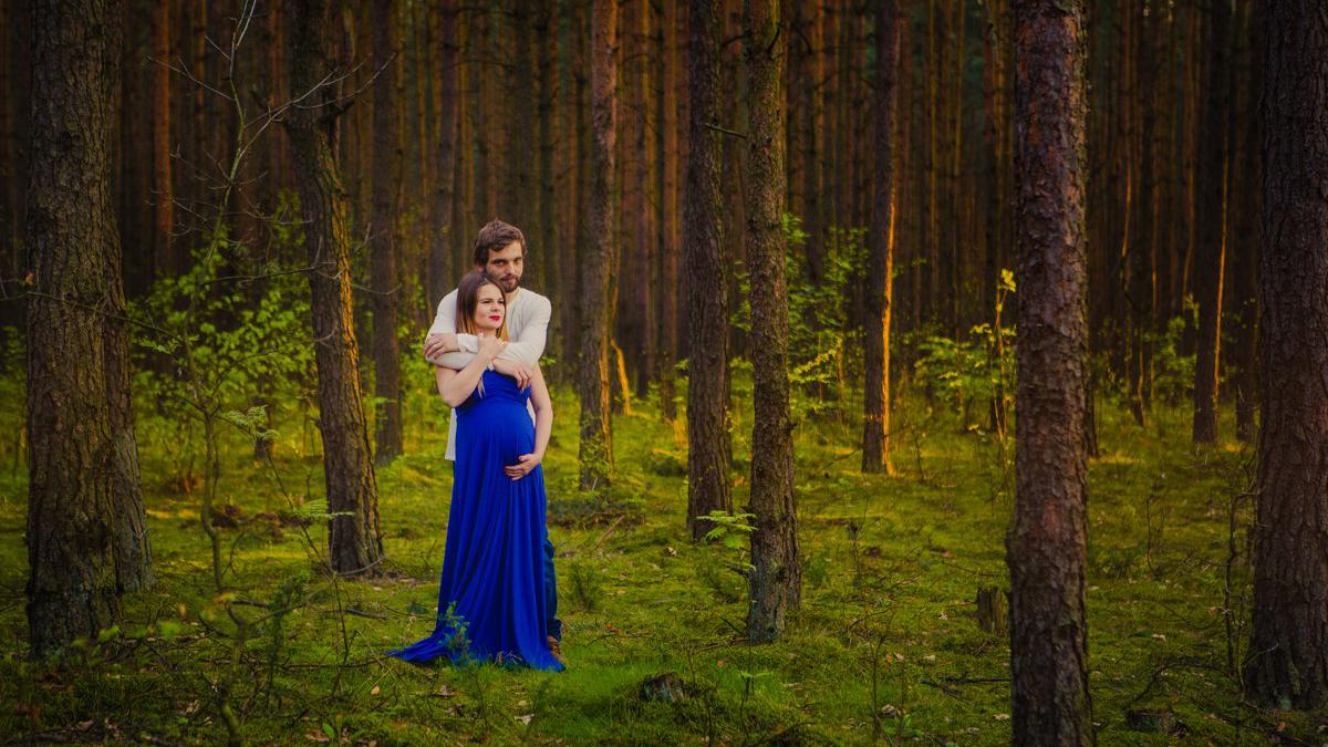 Romantyczna, rodzinna sesja ciążowa o zachodzie słońca